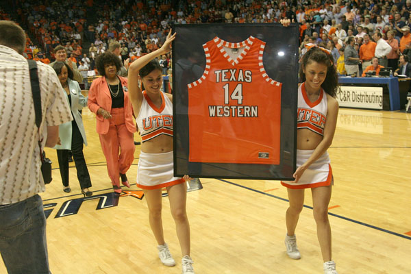 Texas Western University >> Presentation Of The Retiring Of Bobby Joe Hill S Jersey At The Don